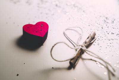 tiny_letter_and_a_wooden_heart