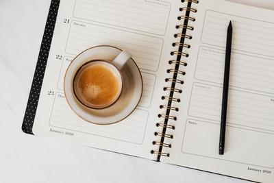 kaboompics_Coffee & Weekly Planner on Marble