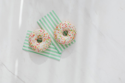 kaboompics_Donuts on paper napkins placed on white marble