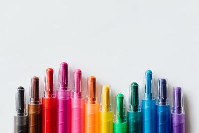 kaboompics_Multicolored crayons