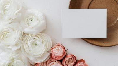 batch_kaboompics_Blank card & flowers on beige background