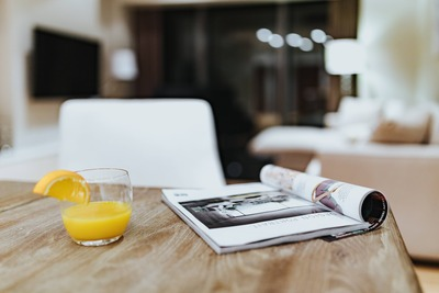 kaboompics_Magazine with a fresh juice on a table